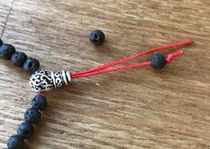 蝋引き紐ブレスレットの紐の始末の方法1