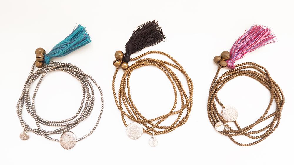 タッセルフリンジと飾り鈴の付いたネックレス