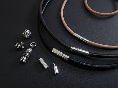 シンプルな金具を使った簡単な革紐アクセサリーの作り方